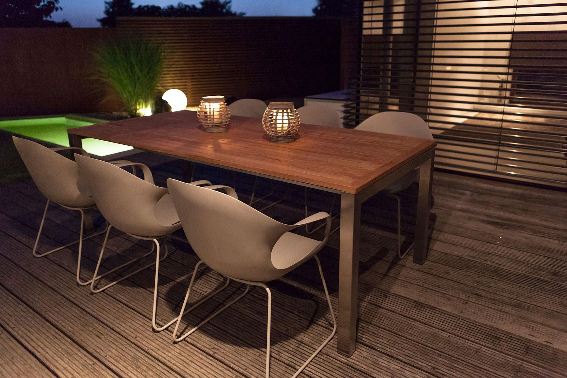 Gartentisch-KUBUS-ausziehbar-Gestell-Edelstahl-Tischplatte-Teak-1